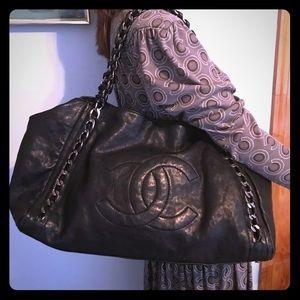 Chanel Modern Chain Glazed Calfskin Tote Bag Large